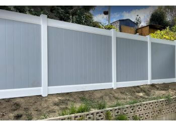 Glendale fencing contractor Pacific Vinyl Fences