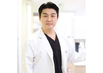 Fullerton cosmetic dentist Paul Taehyung Kim, DDS, FICOI - M DENTAL GROUP
