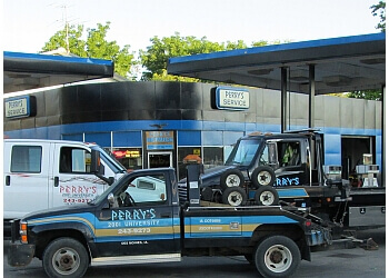 Des Moines towing company PERRY'S SERVICE & TOWING