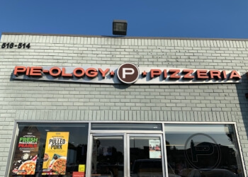 Fullerton pizza place Pieology Pizzeria