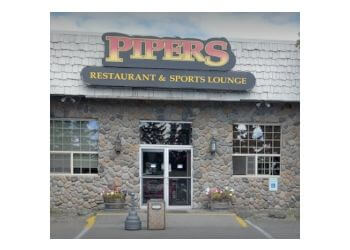 Anchorage sports bar Pipers Restaurant & Sports Lounge