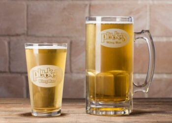 Houston sports bar Pluckers Wing Bar