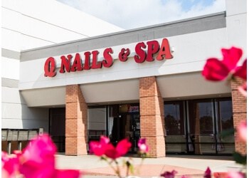 Houston nail salon Q Nails & Spa River Oaks