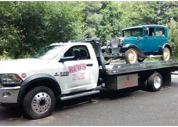 Springfield towing company RED'S TOWING