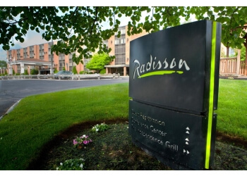 Lowell hotel Radisson Hotel & Suites