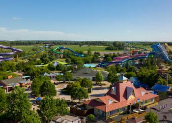 Aurora amusement park Raging Waves Waterpark
