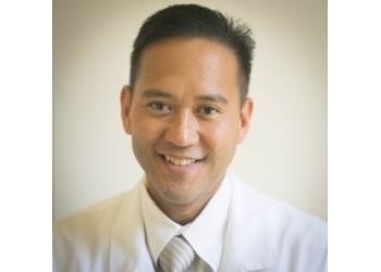 Riverside pain management doctor Rainier Guiang, MD