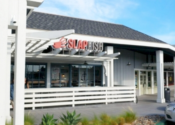Huntington Beach seafood restaurant Raw Bar by Slapfish