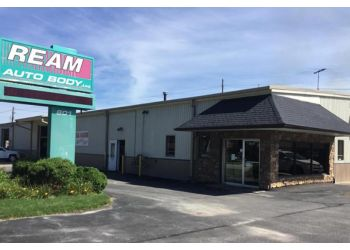 Cedar Rapids auto body shop Ream Auto Body, Ltd.