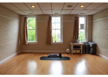 Alexandria yoga studio Refresh Yoga Center
