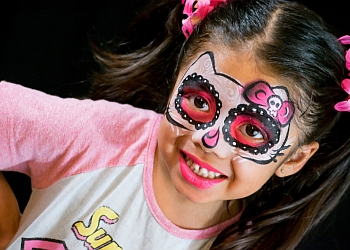 Glendale face painting Right Design
