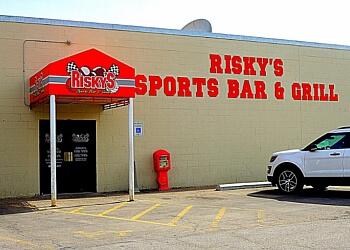Lincoln sports bar Risky's Sports Bar & Grill