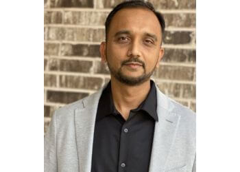Irving physical therapist Rushi Shahiwala, PT, OCS, SAQS, CPT, WLS - Texas Star Rehab and Performance Center