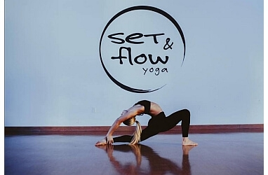 Los Angeles yoga studio SET AND FLOW