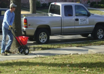 Kansas City lawn care service SK Lawn Care