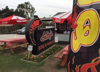 Bakersfield barbecue restaurant Salty's bbq & catering