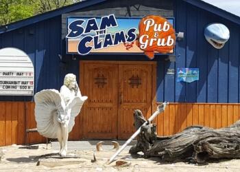 Waterbury seafood restaurant Sam The Clam Pub & Grub