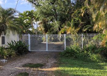 Hialeah fencing contractor Samada Fence, Inc.