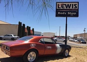 El Paso auto body shop Sergio Lewis Body Shop Inc.