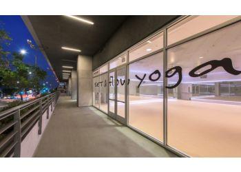 Los Angeles yoga studio SET AND FLOW