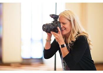 Des Moines wedding photographer Shana Drake Photography