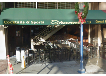 Long Beach sports bar Shannon's On Pine