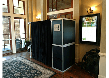 Chicago photo booth company Shutterbooth