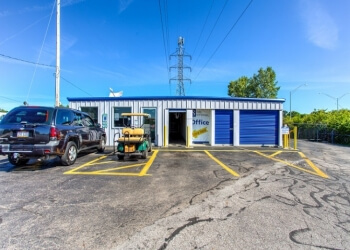 Columbus storage unit Simply Self Storage  sc 1 st  ThreeBestRated.com & 3 Best Storage Units in Columbus OH | Top-Rated Reviews