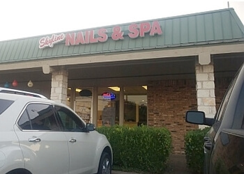 Waco nail salon Skyline Nail and Spa