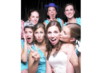 Mobile photo booth company Snaps Photo Booth Rental