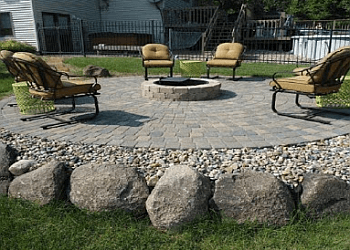 Des Moines landscaping company Solid Rock Landscaping LLC