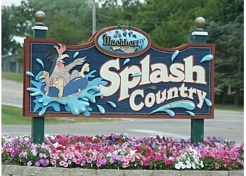 Aurora amusement park Splash Country Water Park