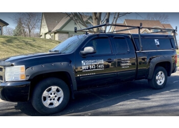 Madison window cleaner Squeaky Clean Window Washing Service LLC