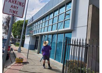 Bakersfield window cleaner Squeeky Clean Windows & Janitorial