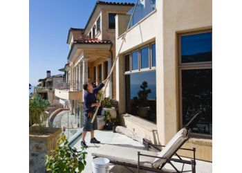 Huntington Beach window cleaner Stanley Window Care