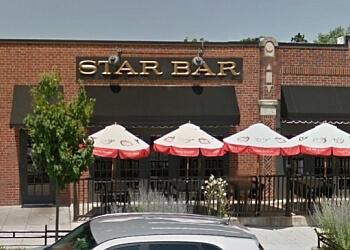 Des Moines sports bar Star Bar