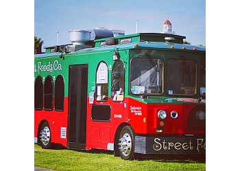 Riverside food truck Street Foods Co.