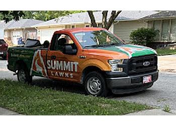 Lincoln lawn care service Summit Lawns