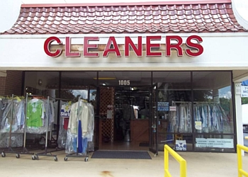 Gainesville dry cleaner TOWN & COUNTRY CLEANERS