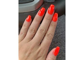 Des Moines nail salon Thia's Nails