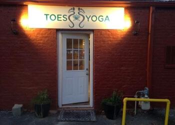 Chattanooga yoga studio Toes Yoga