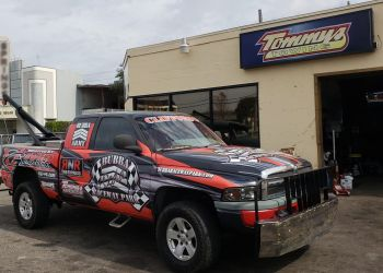 Tampa towing company TOMMY TOWING & RECOVERY