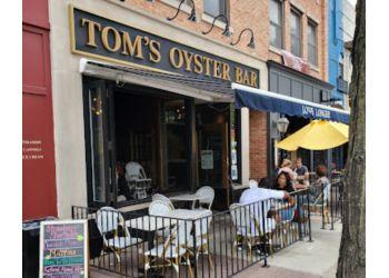 Warren seafood restaurant Tom's Oyster Bar