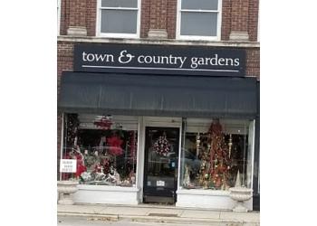 Elgin florist Town & Country Gardens, Inc.