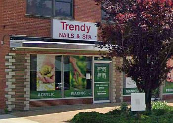 St Louis nail salon Trendy Nails & Spa