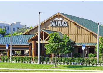 Pembroke Pines sports bar Twin Peaks