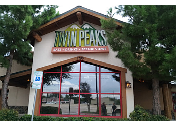 Plano sports bar Twin Peaks