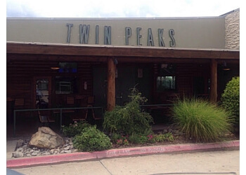 Mesquite sports bar Twin Peaks Mesquite