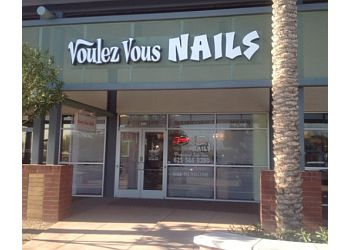 Surprise nail salon Voulez Vous Nails