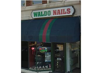 Kansas City nail salon Waldo Nails